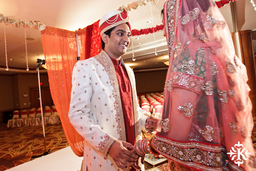 Indian Wedding photography taken by Austin wedding photographer Tony Ku at the Hilton Hotel at the Airport (18)