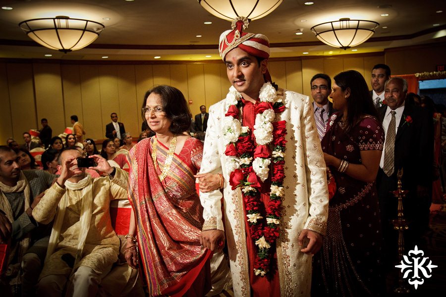 Indian Wedding photography taken by Austin wedding photographer Tony Ku at the Hilton Hotel at the Airport (46)