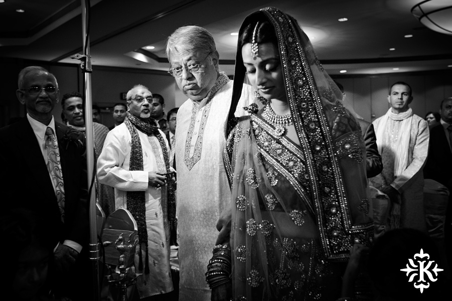 Indian Wedding photography taken by Austin wedding photographer Tony Ku at the Hilton Hotel at the Airport (48)