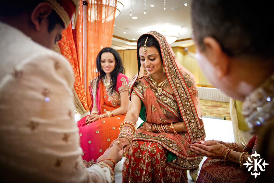 Indian Wedding photography taken by Austin wedding photographer Tony Ku at the Hilton Hotel at the Airport (55)