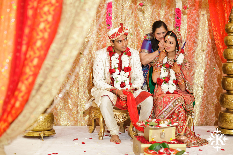 photographed by austin wedding photographer Tony Ku: an Indian wedding at the Austin's airport Hilton Hotel (3)