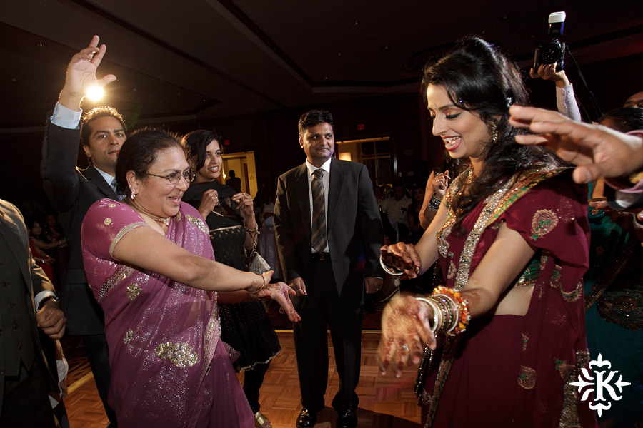 photographed by austin wedding photographer Tony Ku: an Indian wedding at the Austin's airport Hilton Hotel (44)