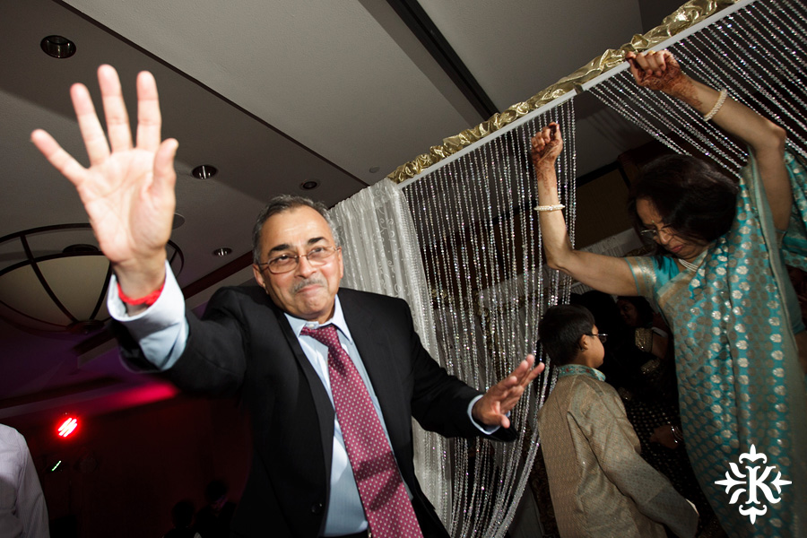 photographed by austin wedding photographer Tony Ku: an Indian wedding at the Austin's airport Hilton Hotel (49)