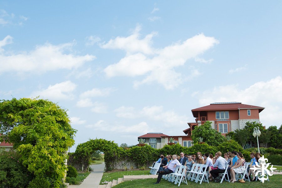 A fun wedding at Vintage Villas, Heidi and Justin, photographed by Austin wedding photographer Tony Ku (9)