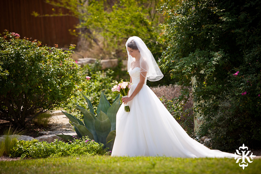 A fun wedding at Vintage Villas, Heidi and Justin, photographed by Austin wedding photographer Tony Ku (11)