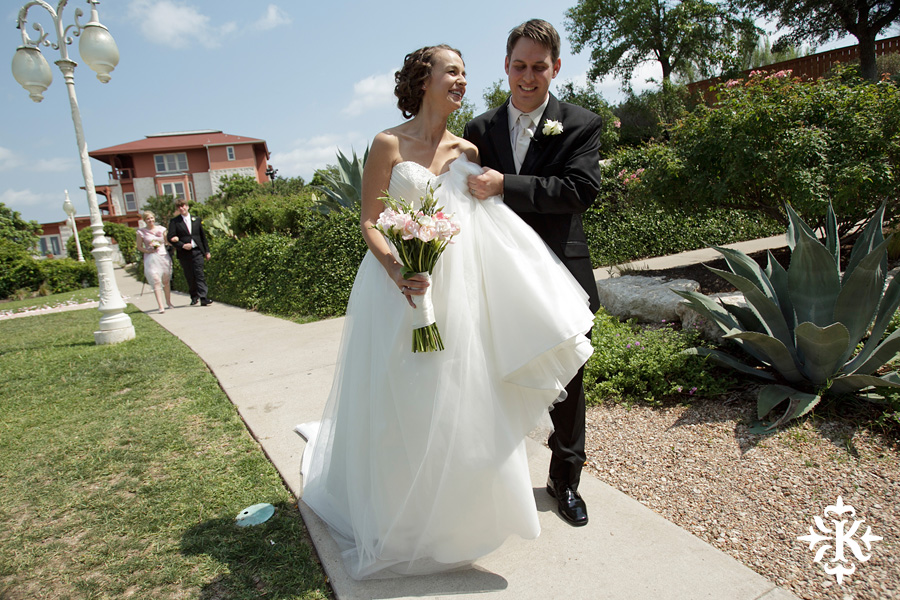 A fun wedding at Vintage Villas, Heidi and Justin, photographed by Austin wedding photographer Tony Ku (23)