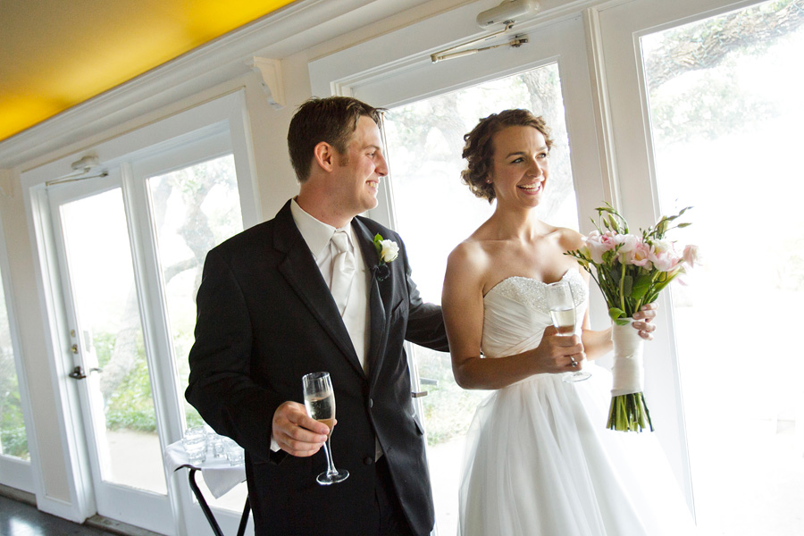 A fun wedding at Vintage Villas, Heidi and Justin, photographed by Austin wedding photographer Tony Ku (24)