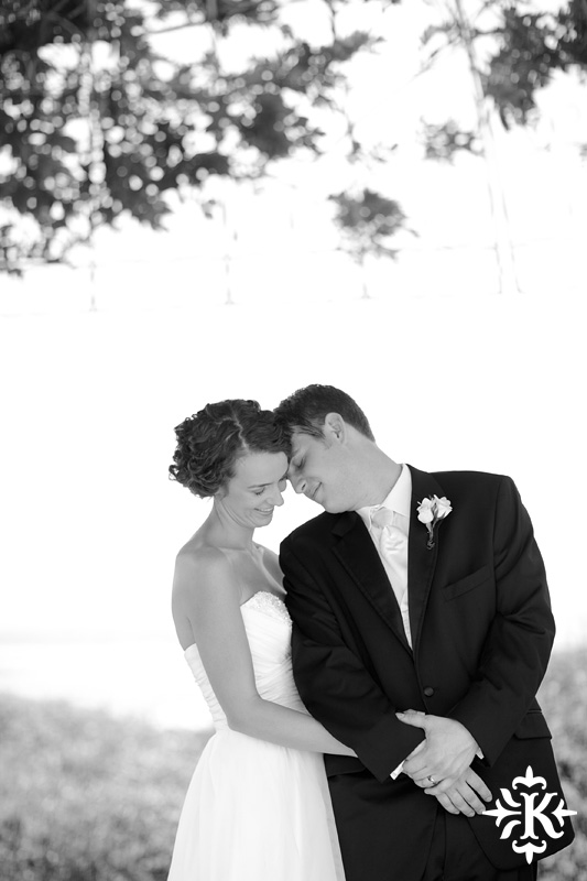 A fun wedding at Vintage Villas, Heidi and Justin, photographed by Austin wedding photographer Tony Ku (28)