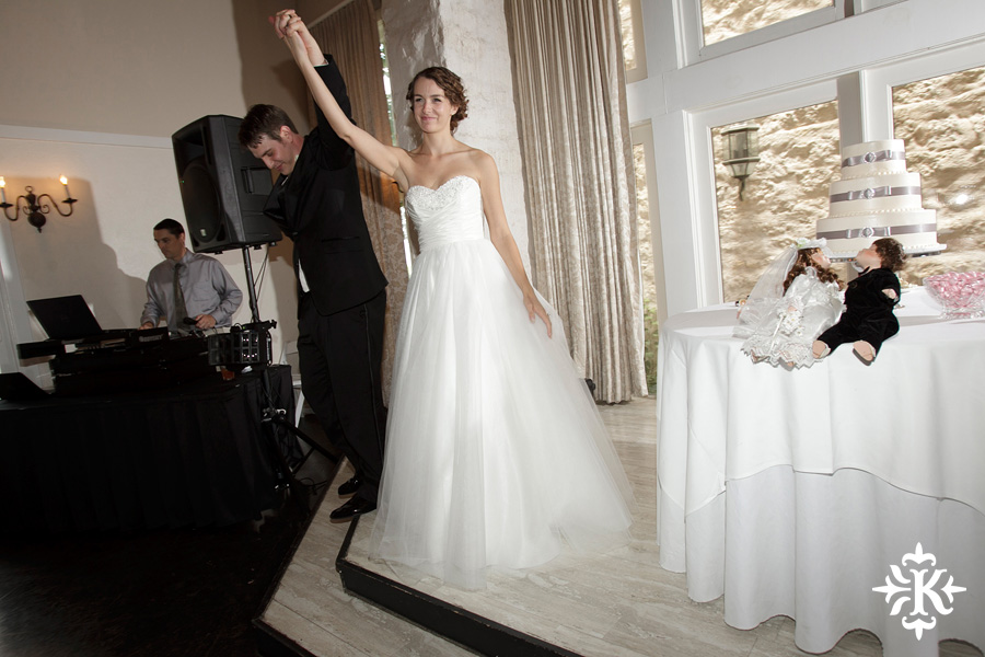 A fun wedding at Vintage Villas, Heidi and Justin, photographed by Austin wedding photographer Tony Ku (43)