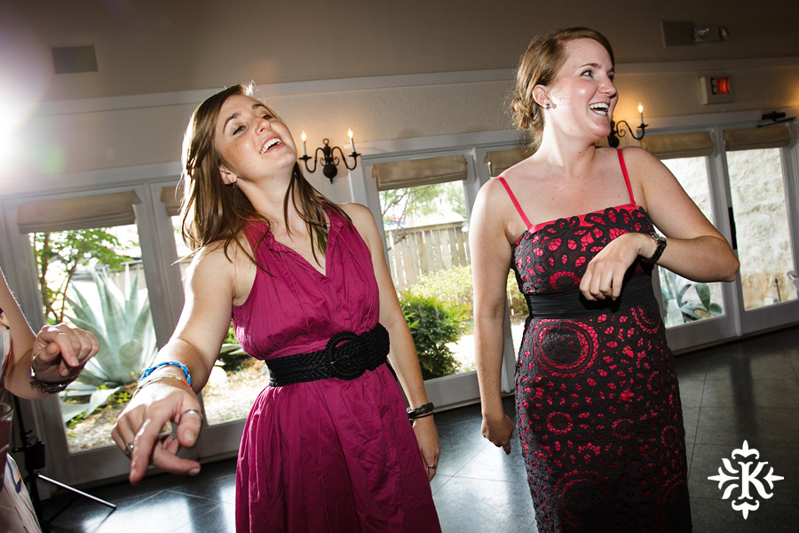 A fun wedding at Vintage Villas, Heidi and Justin, photographed by Austin wedding photographer Tony Ku (52)