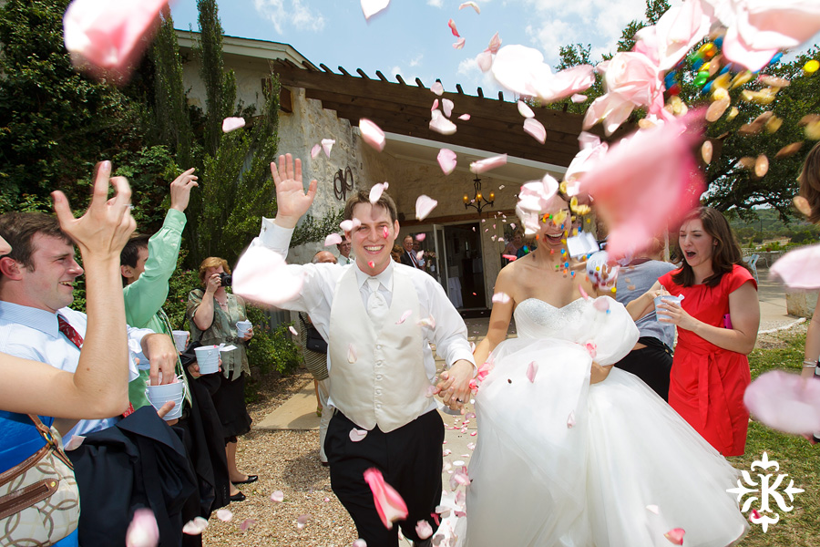 A fun wedding at Vintage Villas, Heidi and Justin, photographed by Austin wedding photographer Tony Ku (63)