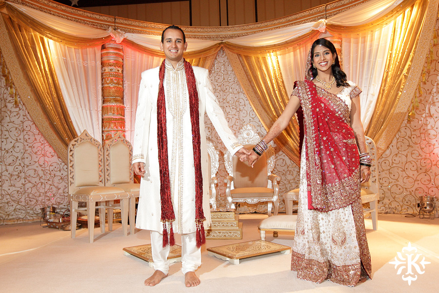 Indian wedding photos of Baraat and Ceremony at the Hilton Hotel photographed by Austin wedding photographer Tony Ku (16)