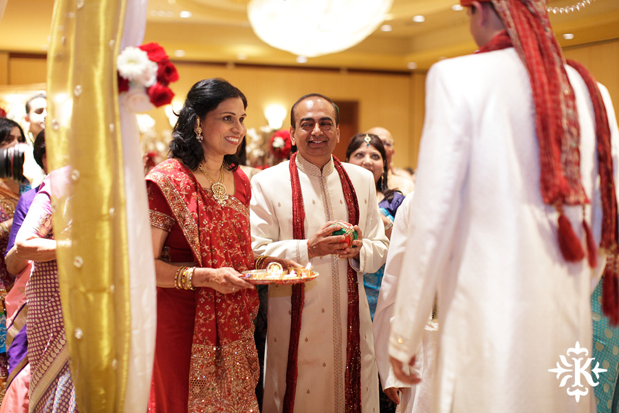 Indian wedding photos of Baraat and Ceremony at the Hilton Hotel photographed by Austin wedding photographer Tony Ku (35)
