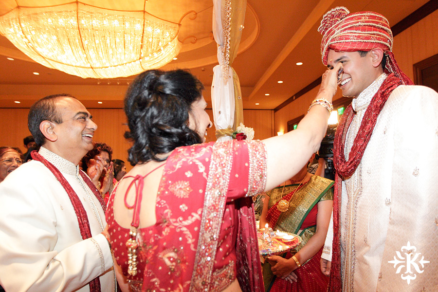 Indian wedding photos of Baraat and Ceremony at the Hilton Hotel photographed by Austin wedding photographer Tony Ku (37)