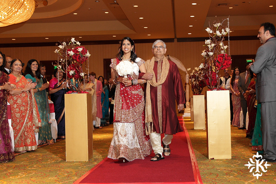 Indian wedding photos of Baraat and Ceremony at the Hilton Hotel photographed by Austin wedding photographer Tony Ku (43)