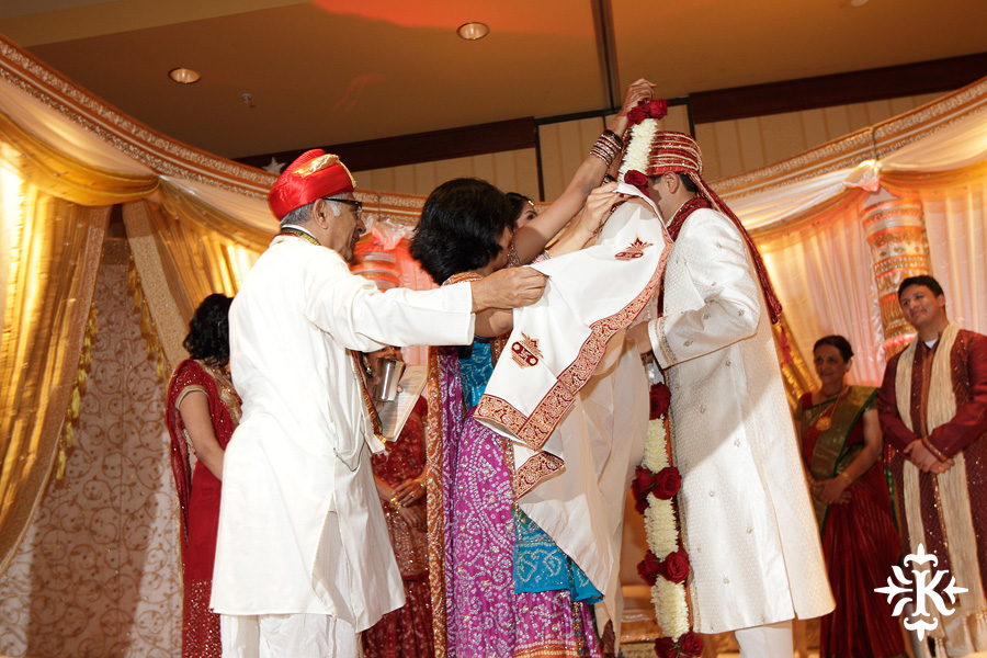 Indian wedding photos of Baraat and Ceremony at the Hilton Hotel photographed by Austin wedding photographer Tony Ku (45)