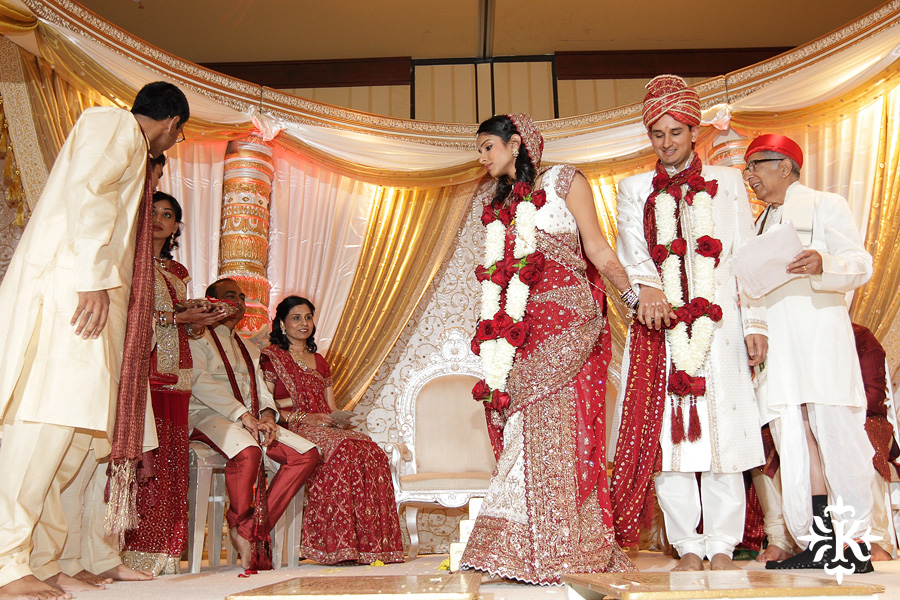 Indian wedding photos of Baraat and Ceremony at the Hilton Hotel photographed by Austin wedding photographer Tony Ku (61)