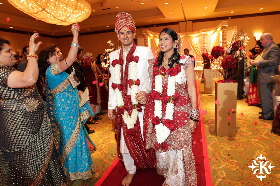 Indian wedding photos of Baraat and Ceremony at the Hilton Hotel photographed by Austin wedding photographer Tony Ku (68)