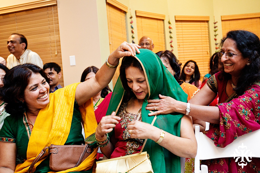 Austin wedding photographer Tony Ku captures moments at a menhdi hindu wedding ceremony (18)