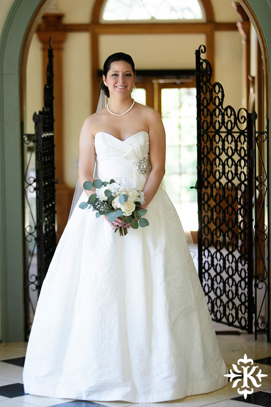 Bridal photography at hte Laguna Gloria in Austin, Texas photographed by Austin wedding photographer Tony Ku (6)