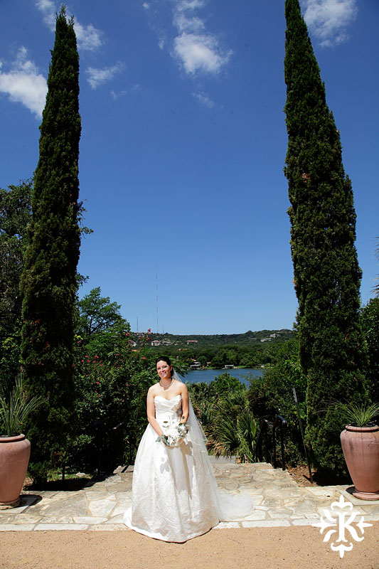 Bridal photography at hte Laguna Gloria in Austin, Texas photographed by Austin wedding photographer Tony Ku (5)