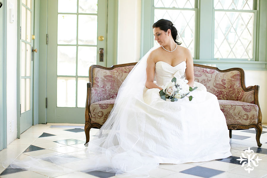 Bridal photography at hte Laguna Gloria in Austin, Texas photographed by Austin wedding photographer Tony Ku (3)