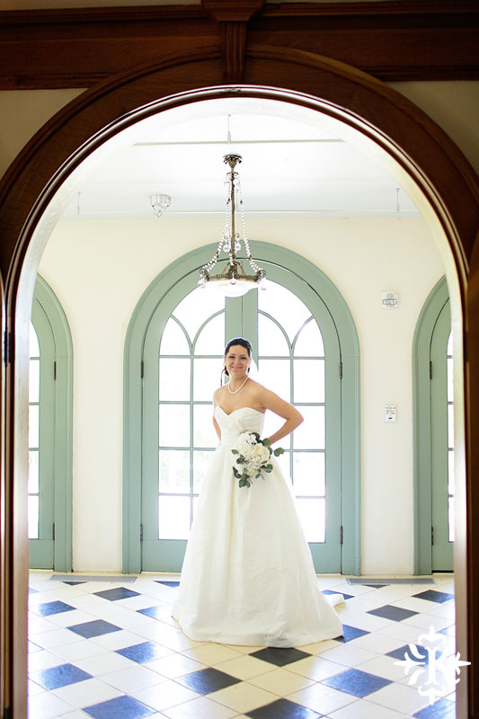 Bridal photography at hte Laguna Gloria in Austin, Texas photographed by Austin wedding photographer Tony Ku (2)