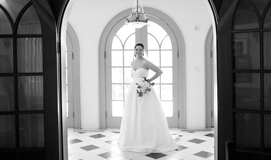 Featured bridal image photographed at the Laguna Gloria by Austin wedding photographer Tony Ku