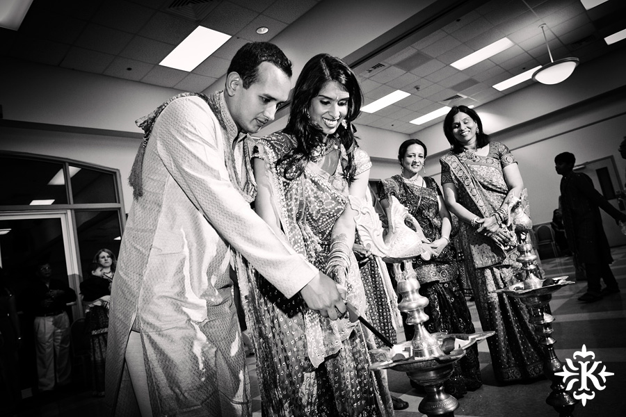 Garba Raas at the Lakeway Activity Center in an Indian wedding photographed by Austin wedding photographer Tony Ku (6)
