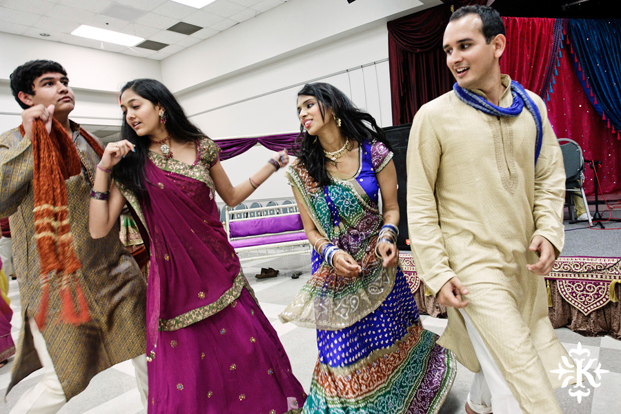Garba Raas at the Lakeway Activity Center in an Indian wedding photographed by Austin wedding photographer Tony Ku (17)