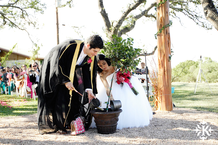 A wedding at Memory Lane event center in Dripping Springs Texas photographed by Austin wedding photographer, Tony Ku (27)