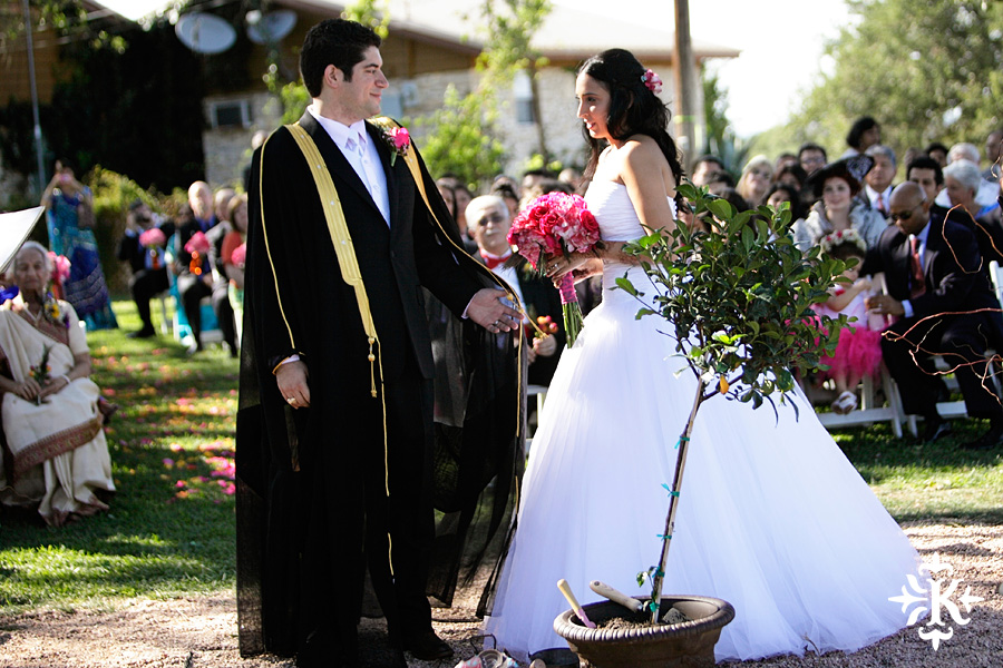 A wedding at Memory Lane event center in Dripping Springs Texas photographed by Austin wedding photographer, Tony Ku (29)