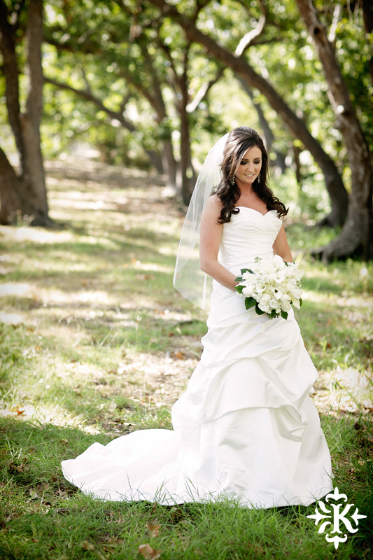 Tenroc ranch wedding in Salado Texas photographed by Auatin wedding photographer Tony Ku (14)