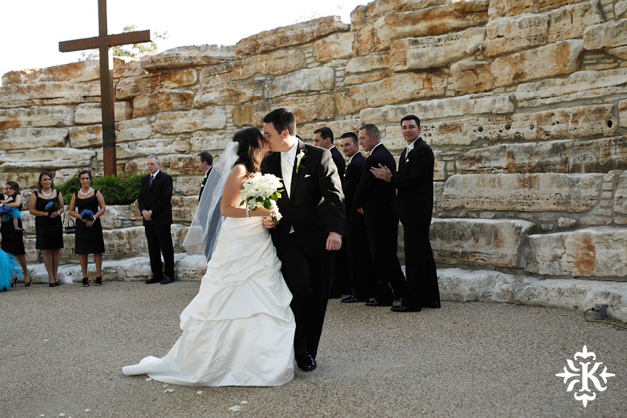 Tenroc ranch wedding in Salado Texas photographed by Auatin wedding photographer Tony Ku (27)
