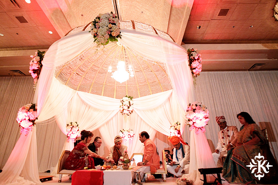 Indian wedding at the Omni Mandalay Hotel photographed by Austin wedding photographer Tony Ku (30)