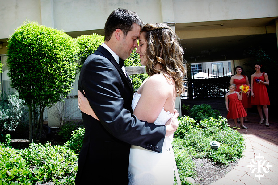 wedding photos at the UT Alumni center photographed by Austin wedding photographer Tony Ku (8)