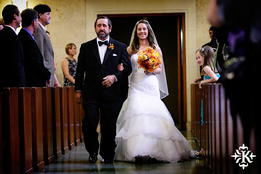 wedding photos at the UT Alumni center photographed by Austin wedding photographer Tony Ku (10)