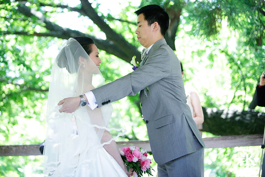Fort Worth Botanical Garden Wedding Photos (28)
