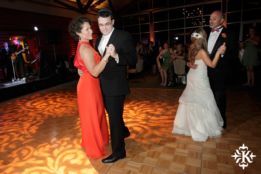 Jewish wedding photographed by Austin wedding photographer at the Lakeway Resort (25)